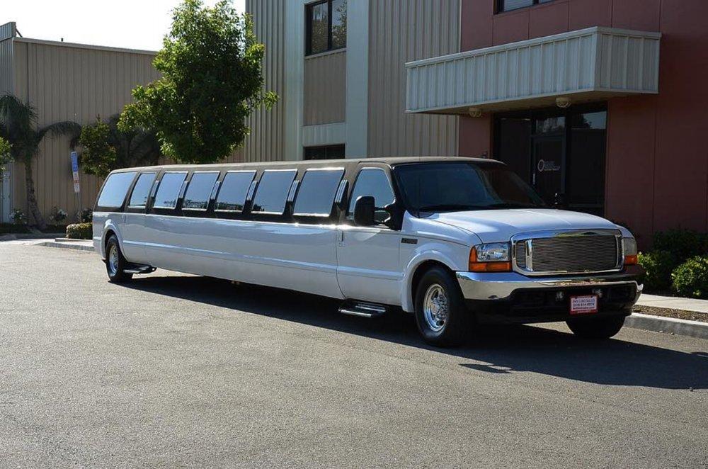 Gainesville 22 Passenger SUV Limousine.jpg