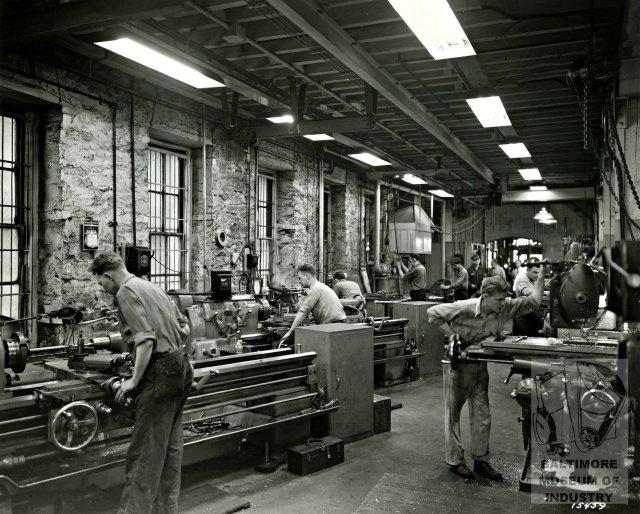 405 E Oliver inside gallery 1943.jpg