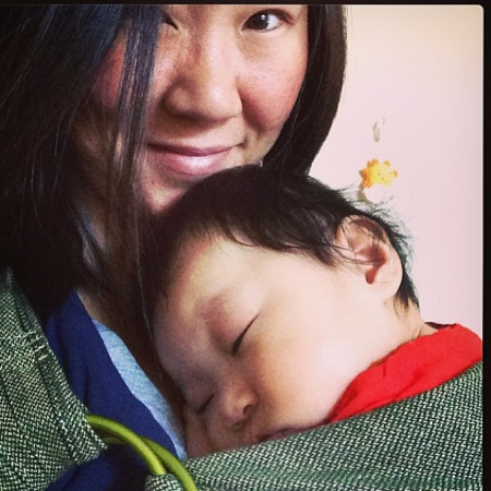 Jessie and Olivia in babywearing bliss in California in their Green Smoothie Sleeping Baby ring sling.