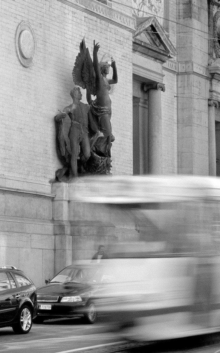 Bruxelles 2006 rue de la Regence .jpg