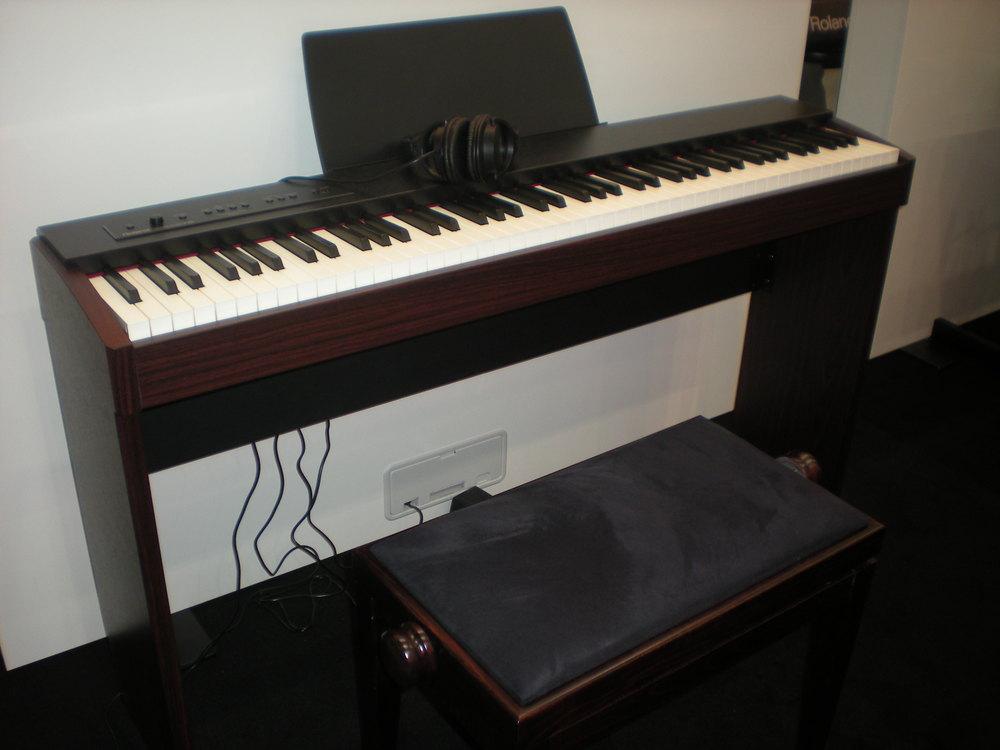 Roland_F20_piano_numerique.JPG