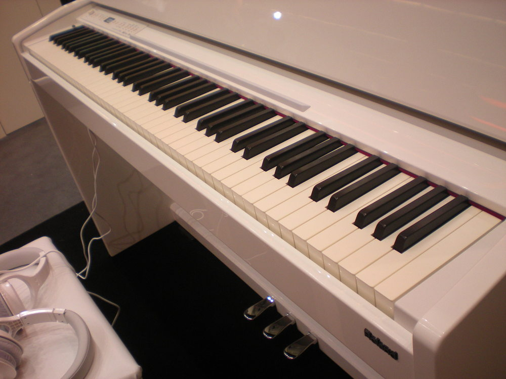 Roland_F-120R_piano_clavier_2.JPG