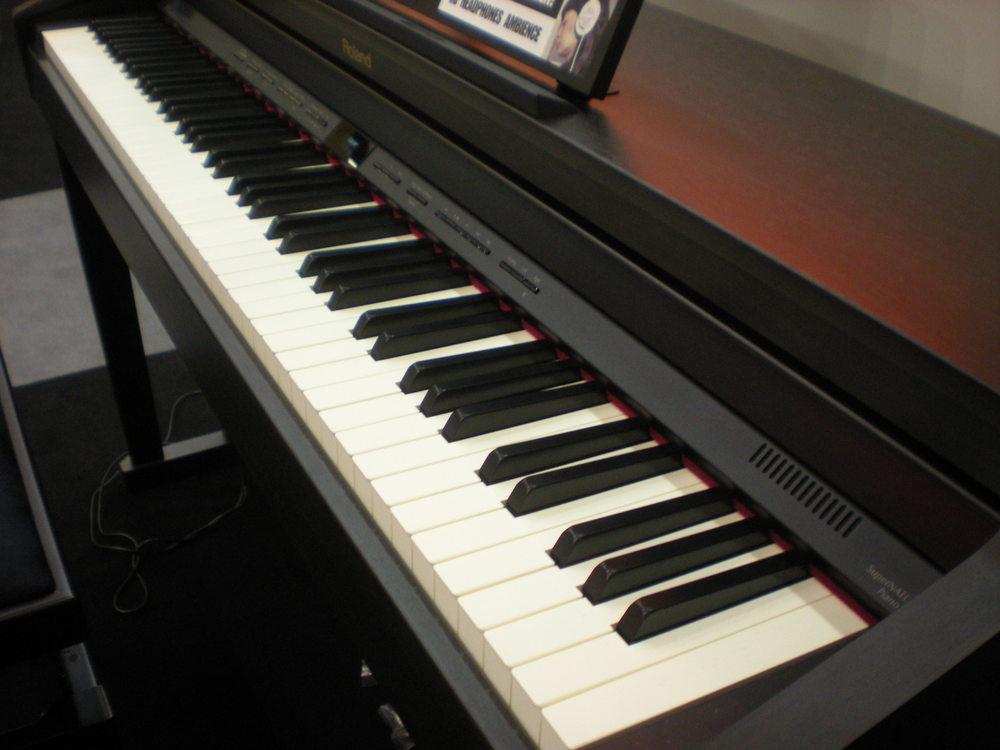 Roland_HP504_piano_clavier_3.JPG