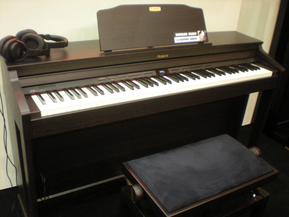Roland_HP504_piano_numerique.JPG
