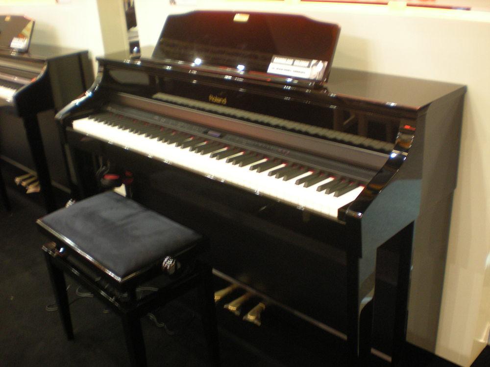 roland comparatif des nouveaux pianos num riques mon avis sur les mod les pr sent s au salon. Black Bedroom Furniture Sets. Home Design Ideas