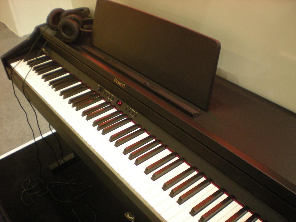Roland_RP301_piano_numerique_clavier_1.JPG
