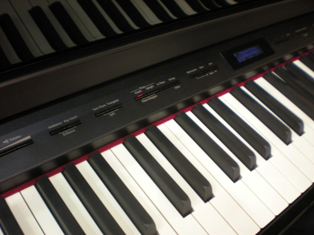 Roland_HP508_piano_clavier.JPG