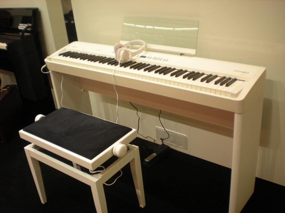 Roland_FP-50_piano_numerique.JPG
