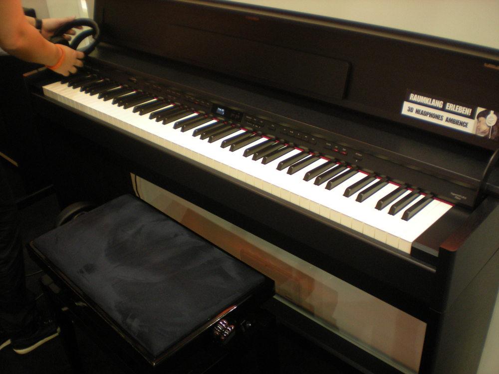 Roland_DP90e_piano_numerique_2.JPG