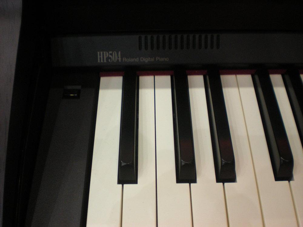 Roland_HP504_piano_clavier_1.JPG