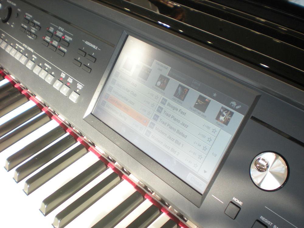 Yamaha_Clavinova_CVP-609_details.JPG