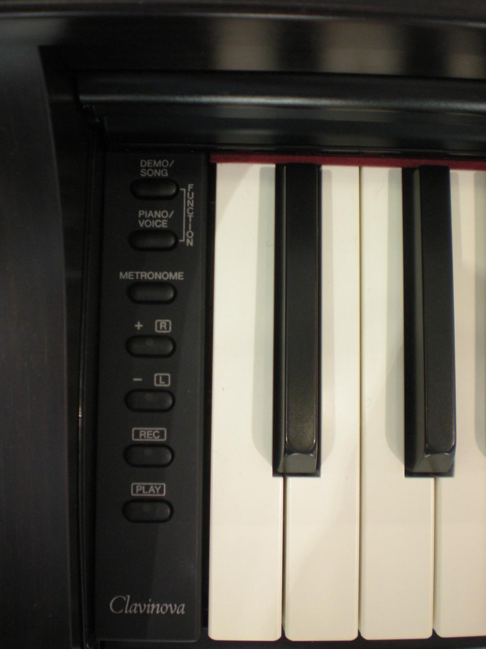 Yamaha_Clavinova_CLP-525_details.JPG
