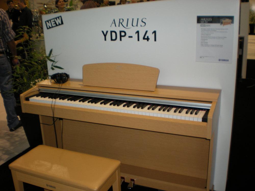 Yamaha Arius YDP-141 (remplacé par YDP-142)