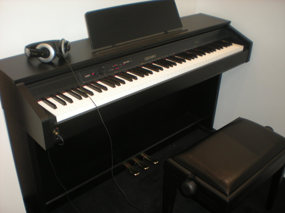 Casio_AP-250_piano_total.JPG