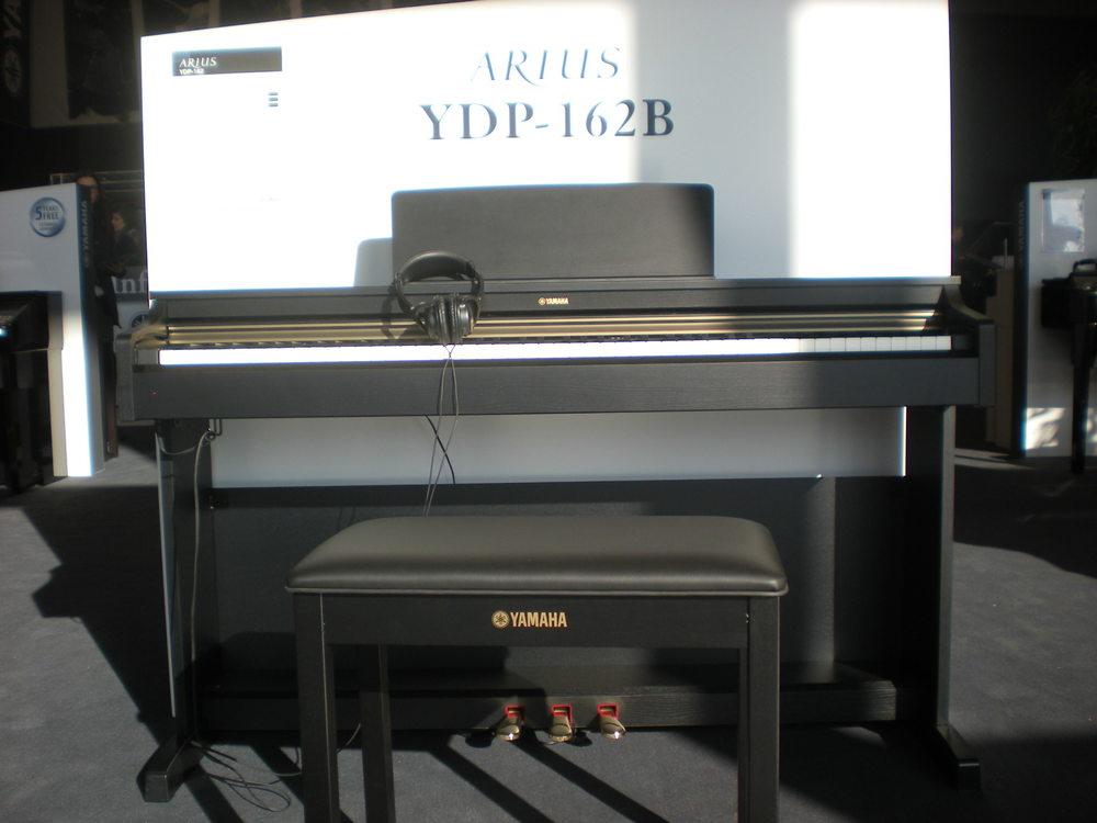Piano_numerique_Yamaha_Arius_YDP-162.JPG