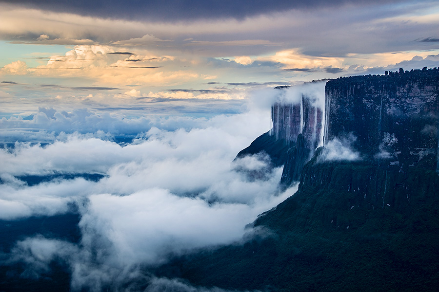 Northern-Prow-of-Mount-Roraima-after-rainstorm,-Canaima-National-Park,-Venezuela.jpg