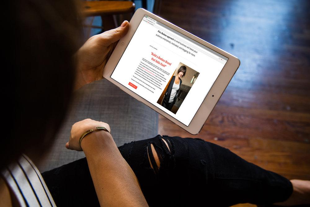 Personal Branding Expert Pia Silva on her tablet