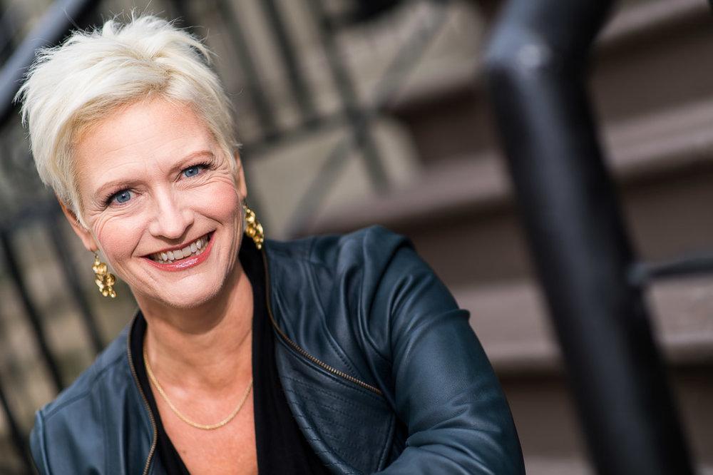 Marketing Coach Carolyn Herfurth portrait photo on stoop