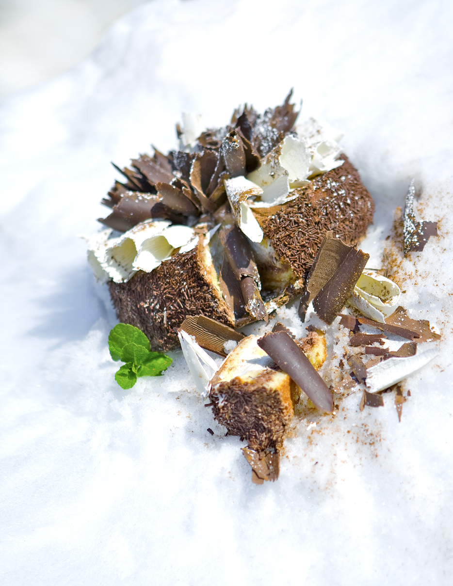 Dark & White Chocolate Extravaganza Cake3558.jpg