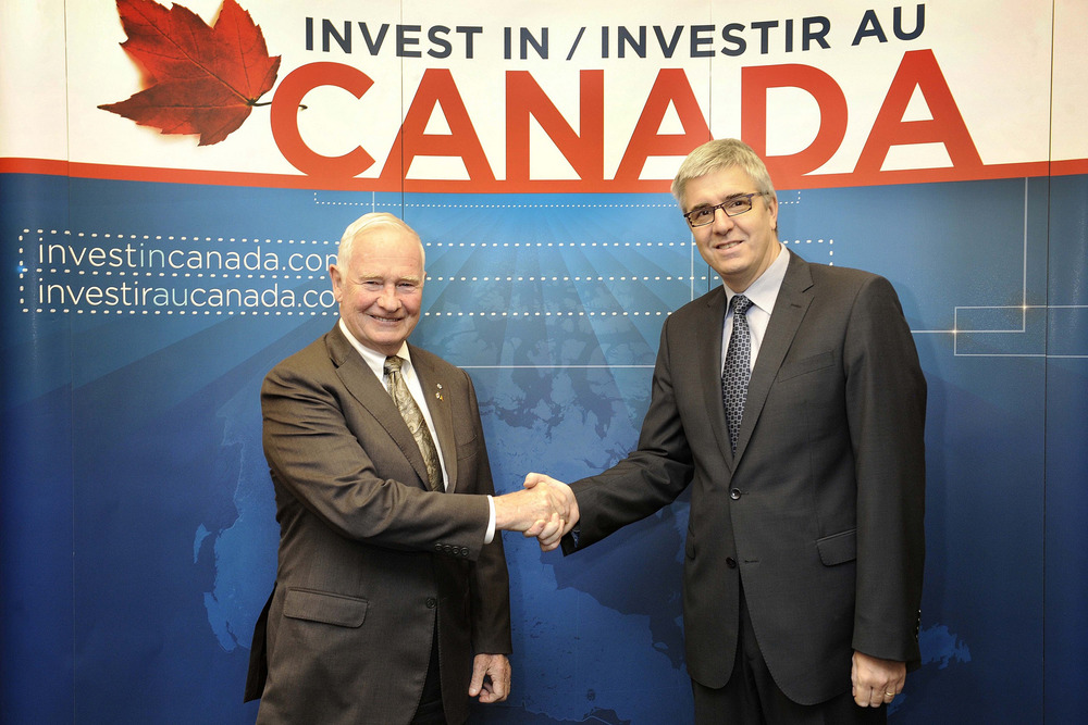 His Excellency the Right Honourable David Johnston, Governor General of Canada with Pieter Timmermans, CEO, Federation of Enterprises in Belgium (VBO-FEB) at the launch of Invest in Canada's 2014 mission to Europe. Brussels, October 29, 2014 (Photo Credit: Invest in Canada).