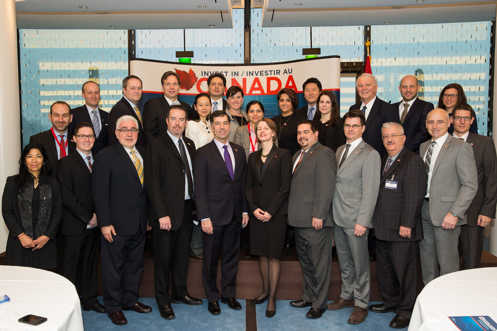 Jennifer MacIntyre (centre front row), Ambassador of Canada to Switzerland and Liechtenstein with Invest in Canada team and CCCA members. (Photo credit: Invest in Canada)