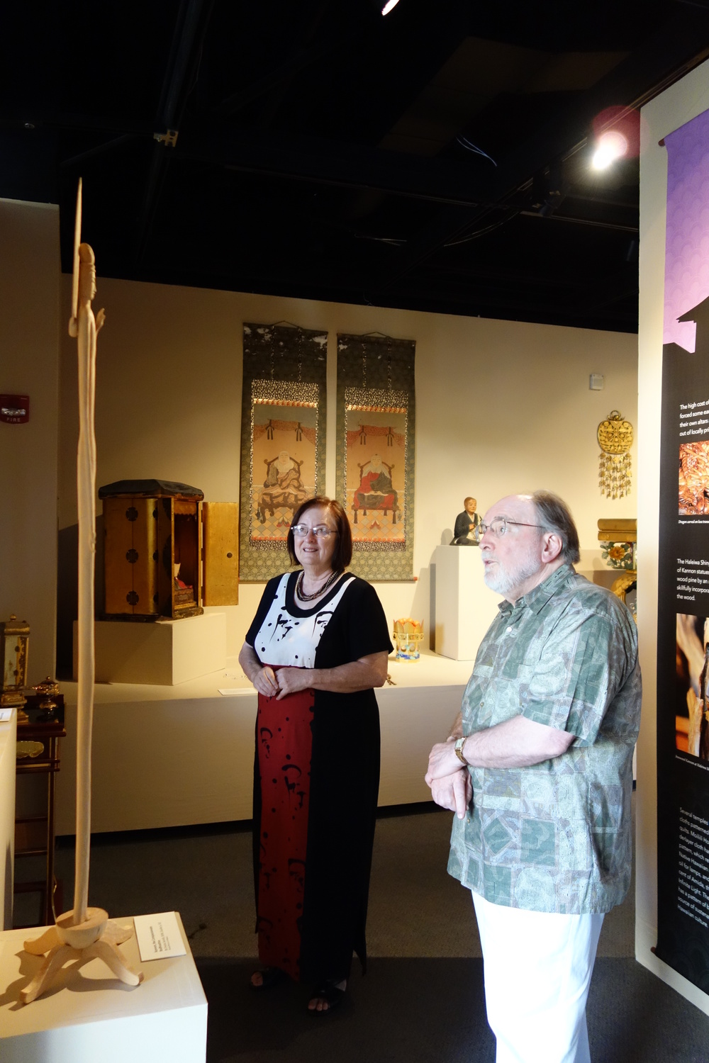 Willa Tanabe and Gov. Abercrombie admiring a modern rendition of Kannon, Bodhissattva of Compassion, borrowed from the Tendai Mission of Hawaii.