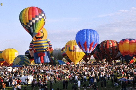 Albuquerque International Balloon Fiesta    (Photo taken by Raymond Watt)