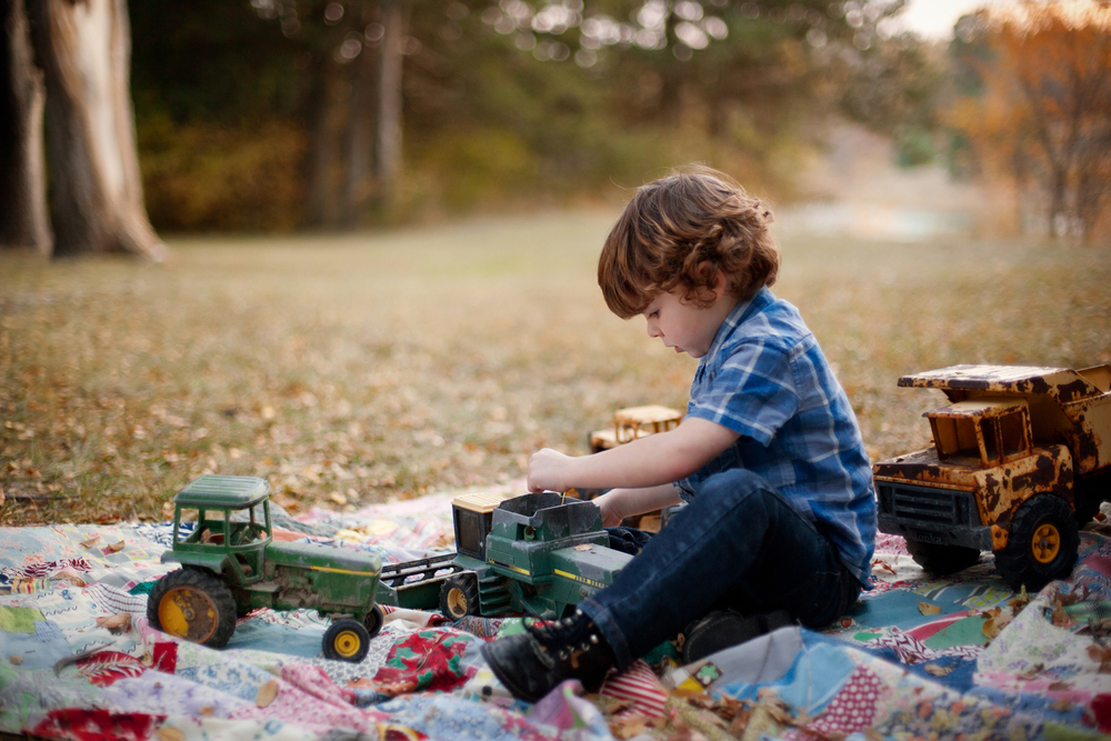Russtanna_Photography_kearney_nebraska_natural_light_photographer_newborn_senior_family_engagement  (10).jpg