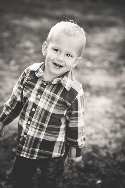 Russtanna_Photography_kearney_nebraska_natural_light_photographer_newborn_senior_family_engagement  (14).jpg