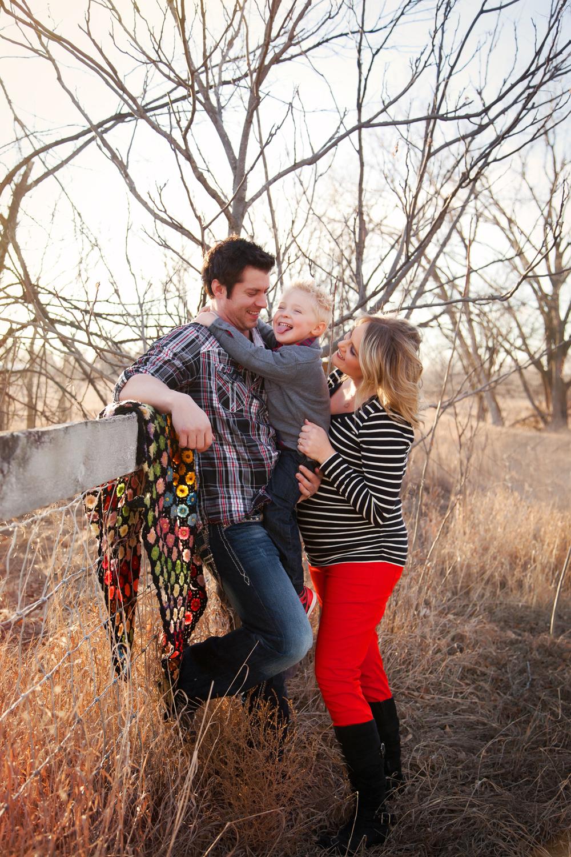 Russtanna_Photography_kearney_nebraska_natural_light_photographer_newborn_senior_family_engagement  (3).jpg