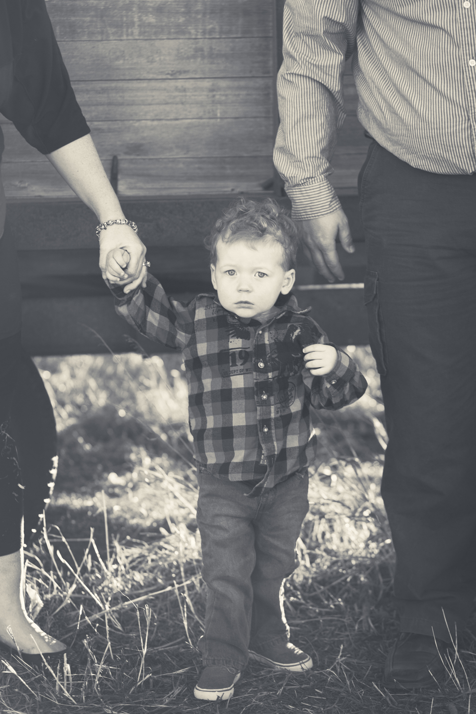 Russtanna_Photography_kearney_nebraska_natural_light_photographer_newborn_senior_family_engagement  (4).jpg