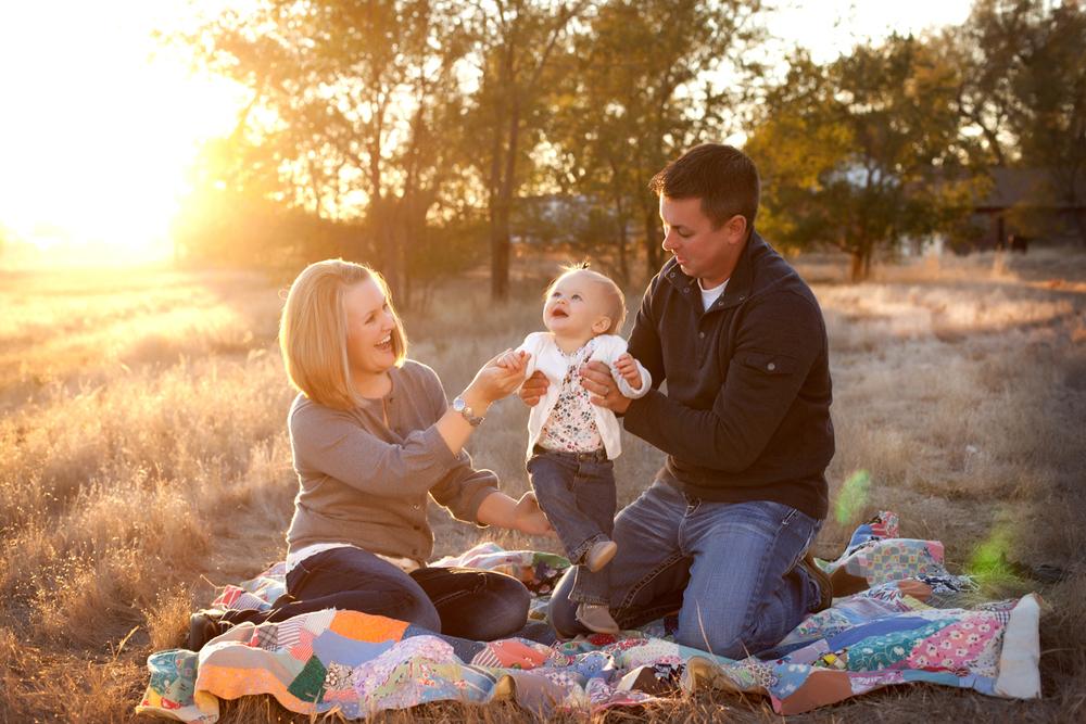 Russtanna_Photography_kearney_nebraska_natural_light_photographer_newborn_senior_family_engagement  (8).jpg