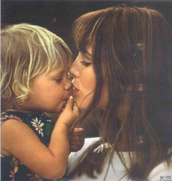 Jane-Birkin-with-baby-Kate.jpg