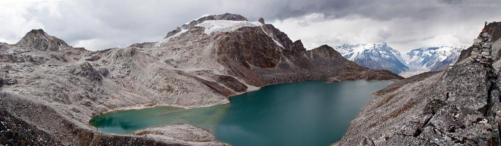 Sintia La (5200m), Snowman Trek.