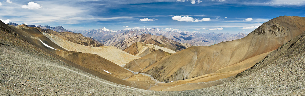 View west from the Chan La (5378m). Dolpa district.