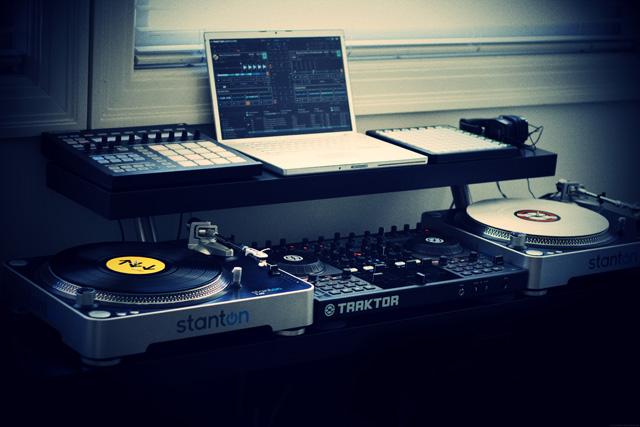 本篇文章教你設計ㄧ個專業的DJ台,所有材料都可以在IKEA購買。