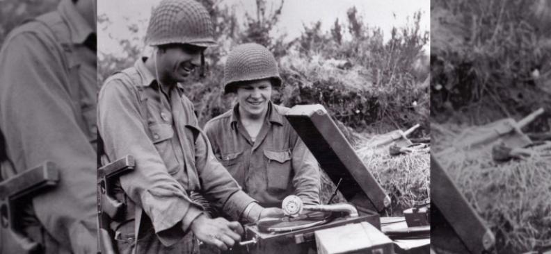 二戰的軍人們正在收聽V-Discs