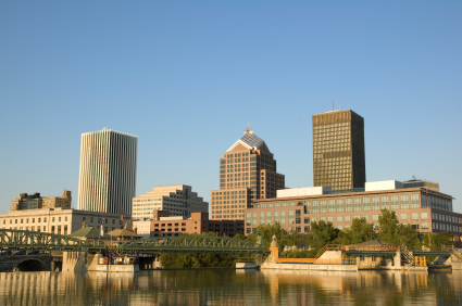 Lifestyles & Consumer Interest 1. Rochester, N.Y. Population: 1,035,566 Average Commute Time: 18.7 Yearly Congestion Cost per Commuter: $273 Cost of Regular Gas: $3.38 Average Length of Commute: 10.23 miles Yearly Delays per Commuter: 12 hours Yearly Fuel Wasted per Commuter: 11 gallons Public Transit Users: 2.9% Our easiest city for commuters boasts an annual congestion cost that is $100 less than our runner-up. Residents spend a mere 19 minutes on average commuting to work, compared with a national average of 25 minutes. A Roc-City commuter's chief challenge is the snowfall, which averages about 100 inches annually. But local drivers are snow pros: It's not uncommon to see homemade plows clearing alley ways and driveways after a particularly heavy fall. -- http://kiplinger.com/tools/slideshows/Commutingcities/11.htm