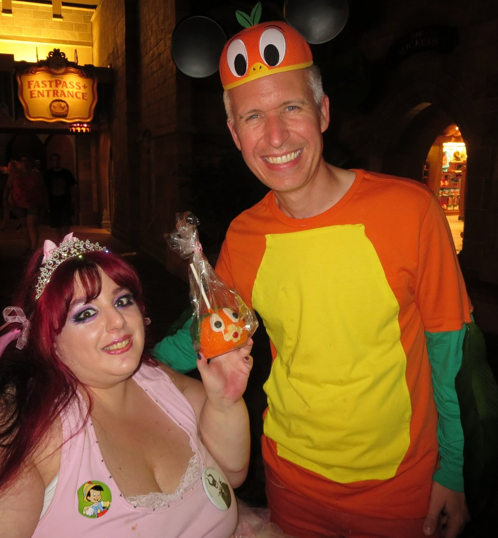 Orange Bird Caramel Apples with Steve from the Official Disney Parks Blog showing his Disney Side