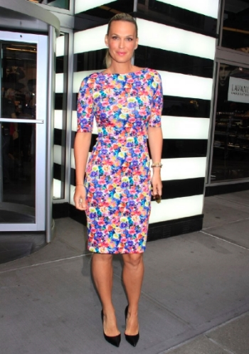 molly-sims-sephora-new-york-city-zara-floral-printed-dress-3.jpg