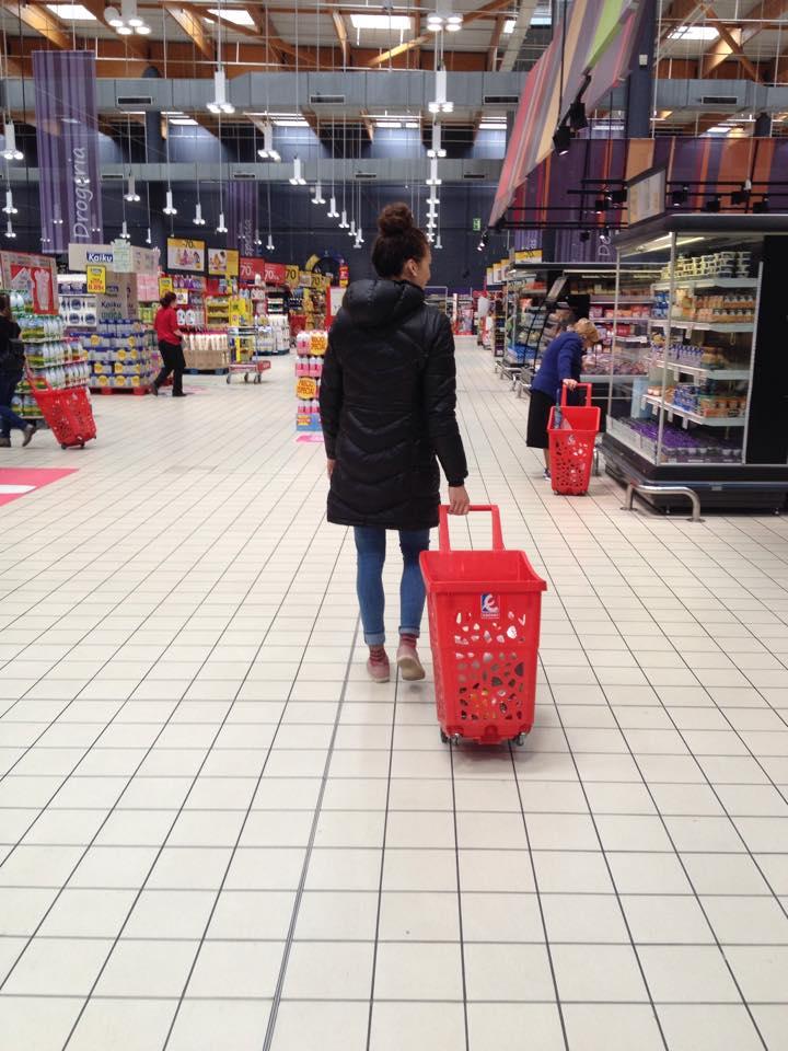 De retour à Vitoria, je complète mon épicerie. Espagne.