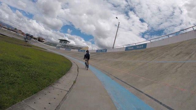 Possibilité de faire des entraînements de vélo au vélodrome derrière le Centre.
