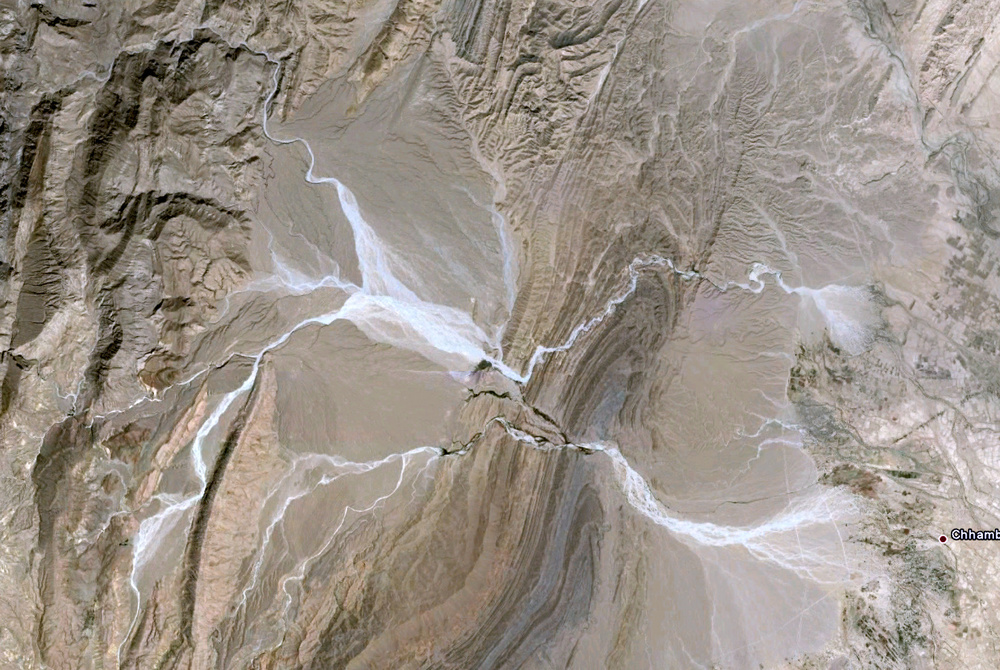 Interesting combination of folded strata and freshly flooded ephemeral streams and fans. Never ending supply of amazing scenes in Pakistan / Pathologistan.   http://goo.gl/maps/cItt
