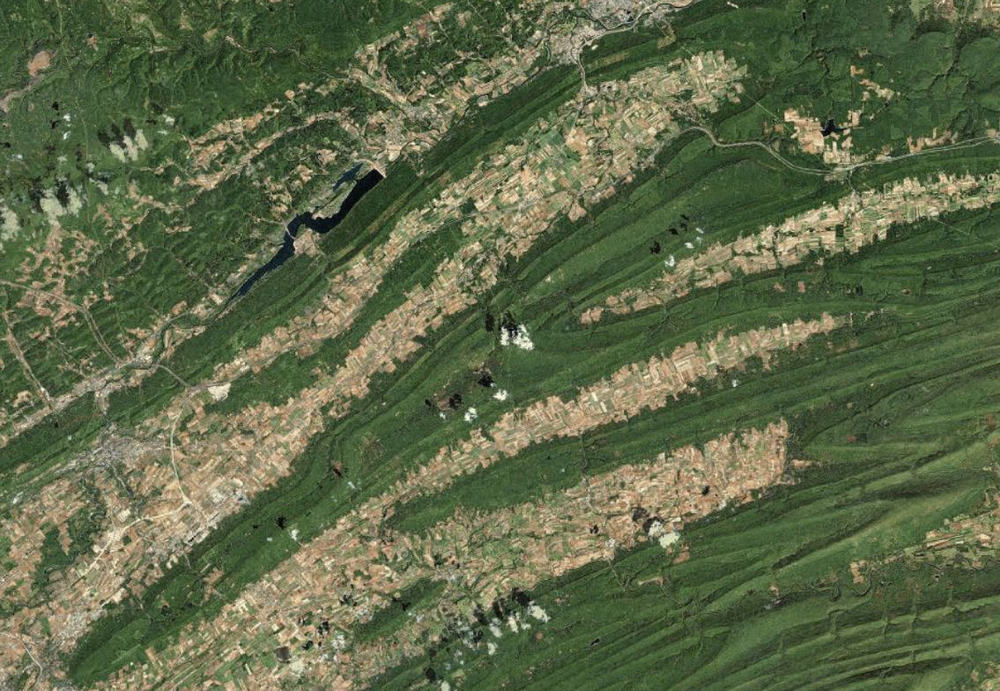 Continuing on the theme of the intersection of geomorphology and human-made surface patterns, this is from central Pennsylvania and nicely shows how the farmland (the lighter colored patchwork) follows the plunging ridges (dark green) of anticlines and synclines.