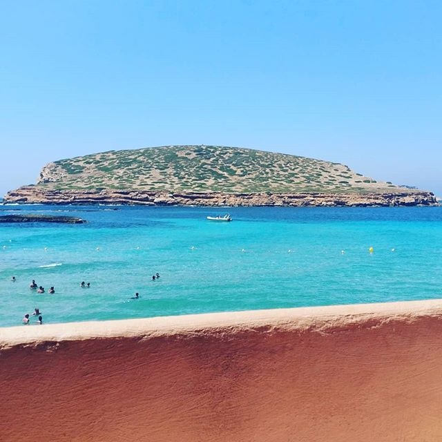 Oh! I do like to be beside the seaside. 🌊 . . . . #ibiza #holiday #sea #sun #summer