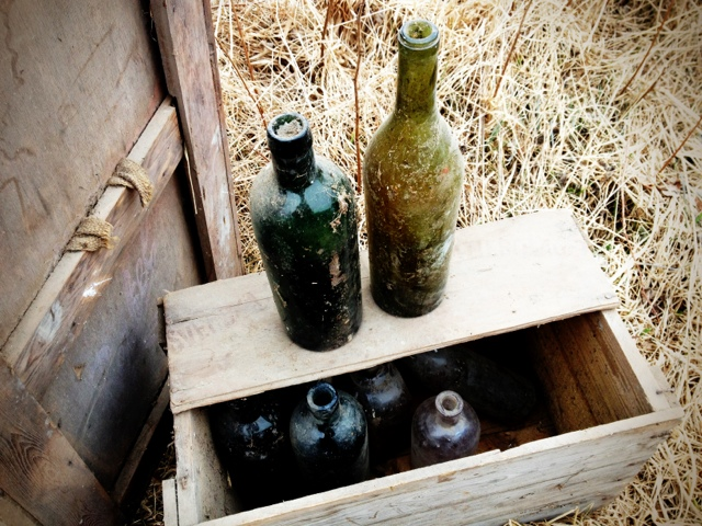 I vår loge hittade vi massor med fina glasflaskor.