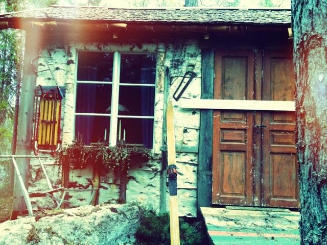 Tomtens hus, Trolska skogen