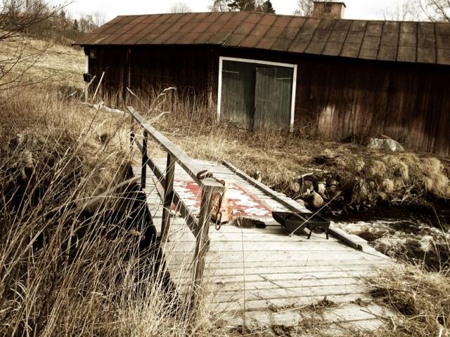 år bro hemma på gården.