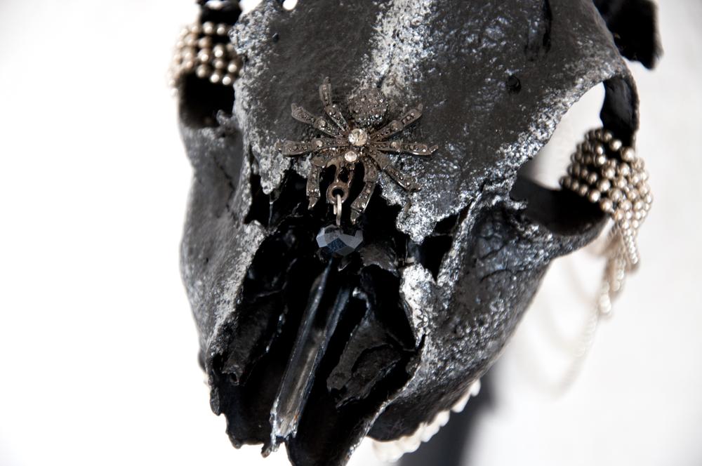 petra-shara-stoor-skull-art-hekethar-3.png