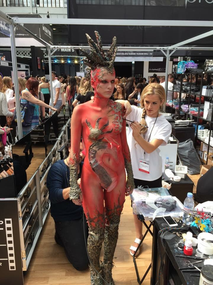 Such great body makeup artwork on the trade show!! This was one of my favourites!